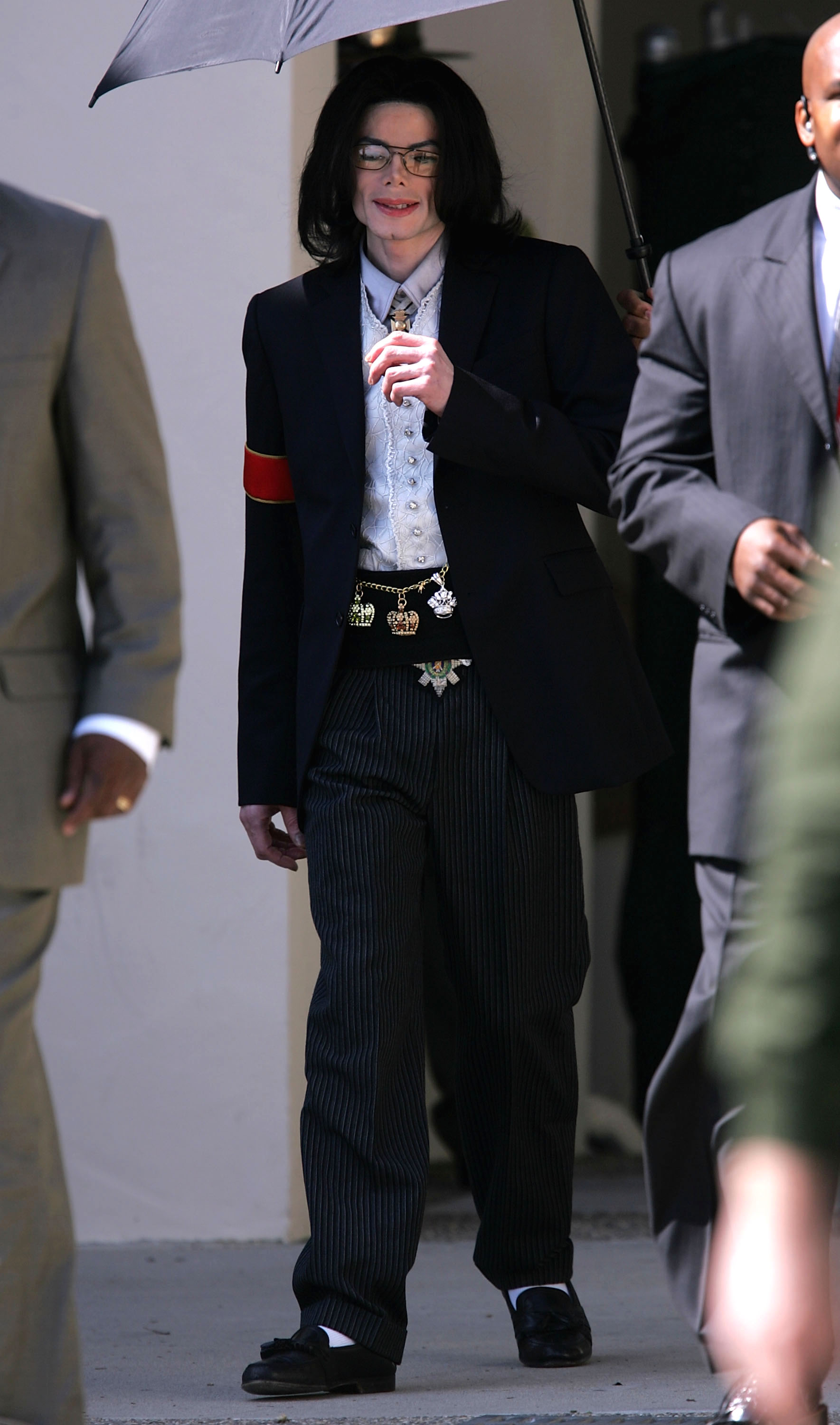 Singer Michael Jackson leaves the Santa Barbara County Courthouse after pre-trial motions on February 25, 2005 in Santa Maria, California. (Photo by Mark Mainz/Getty Images)