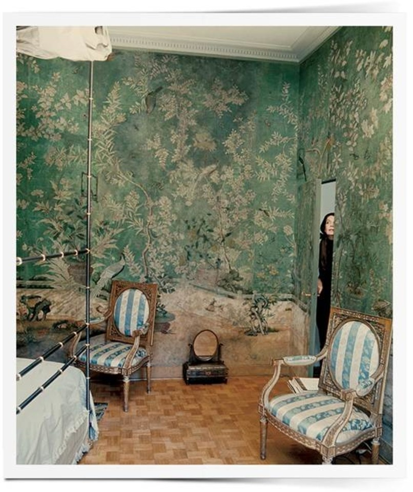 The photo, of socialite Pauline de Rothschild at home, that inspired the wallpaper used in Sharp Objects. (Horst P. Horst)