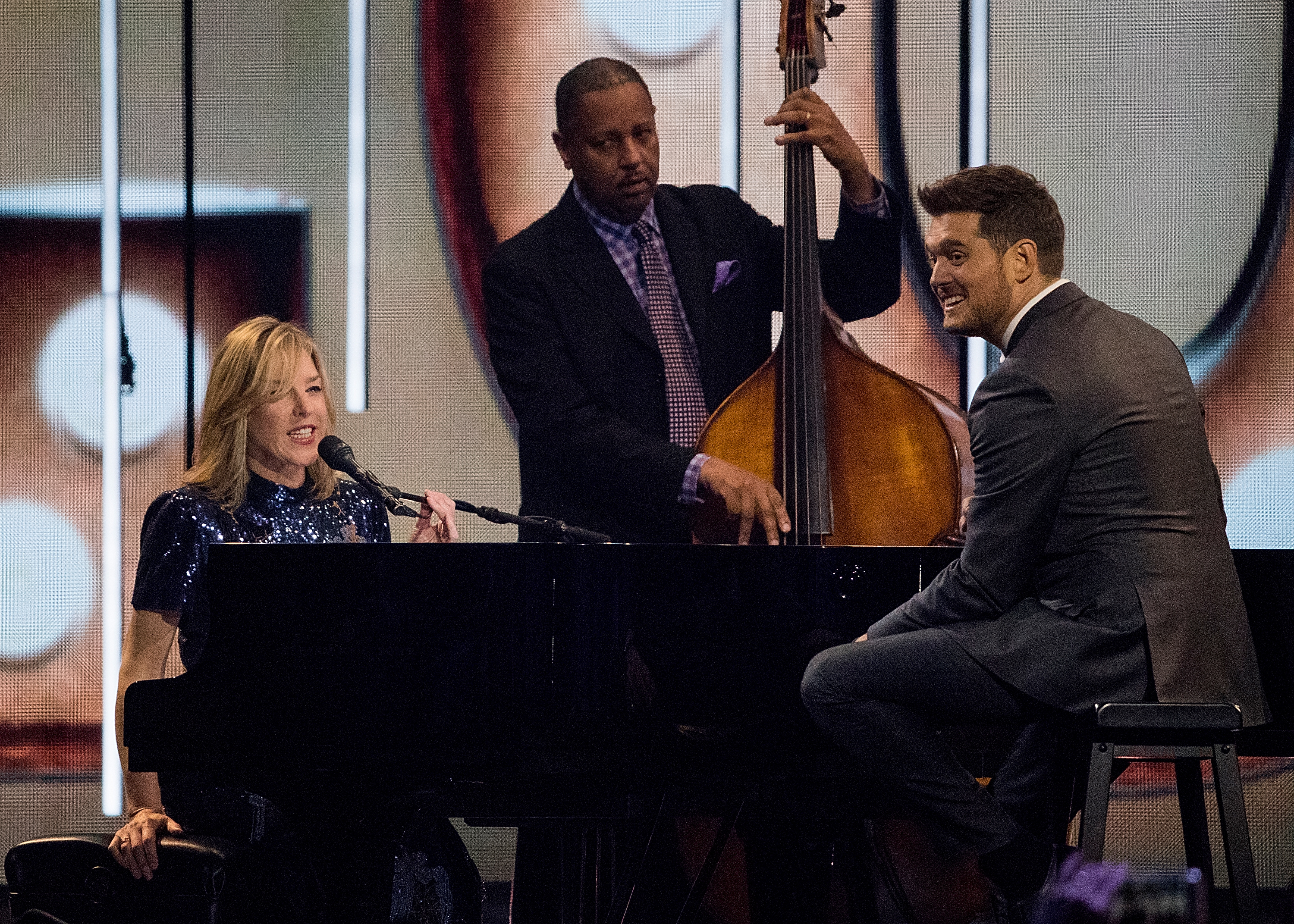 (L-R) Canadian jazz pianist Diana Krall and Singer Michael Buble perform onstage during the 2018 JUNO Awards at Rogers Arena on March 25, 2018, in Vancouver, Canada. (Getty)