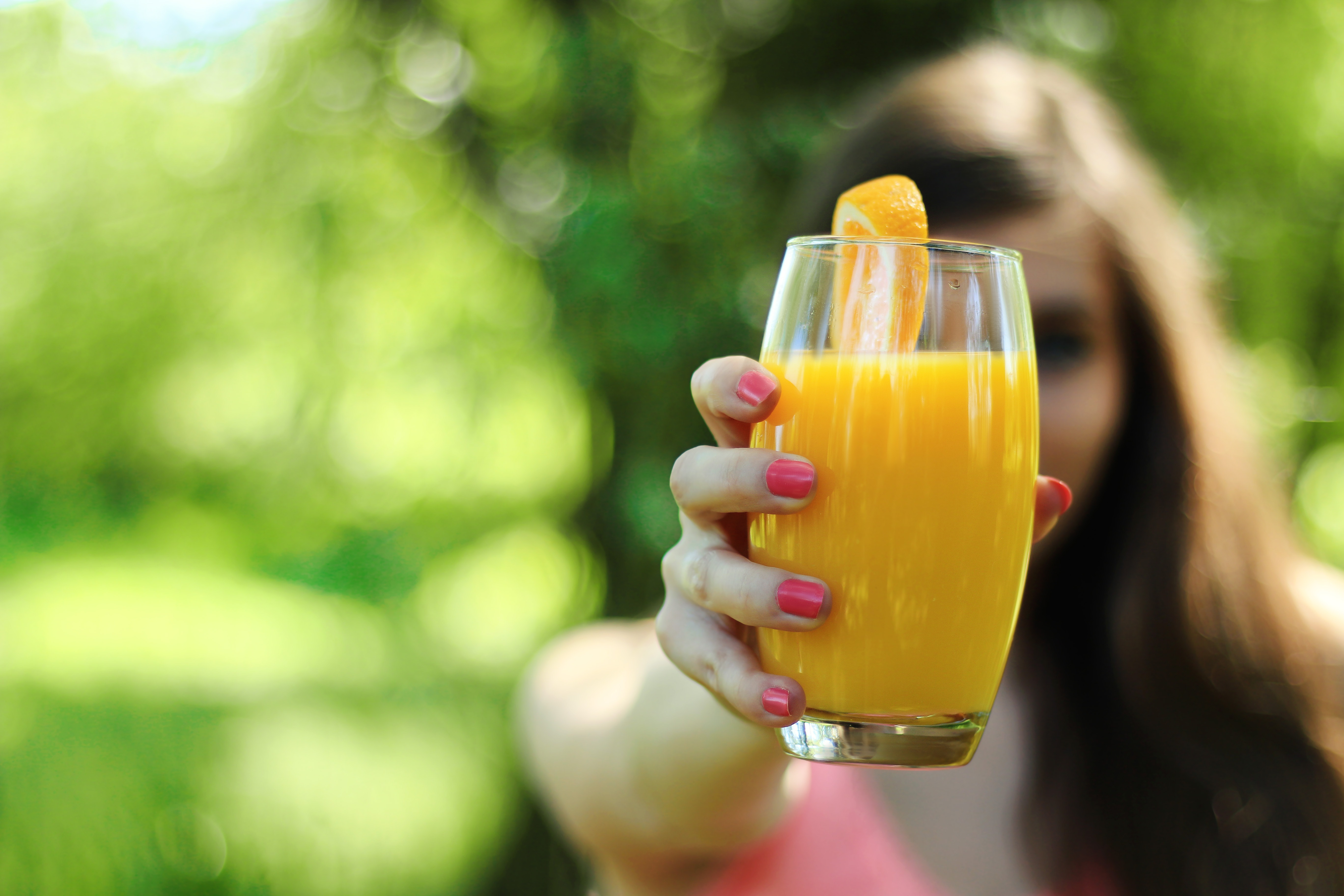 The findings suggested that men were 47 percent less likely to have difficulty remembering, following instructions, or navigating familiar areas if they drank a small glass of orange juice every day. (Pexels)