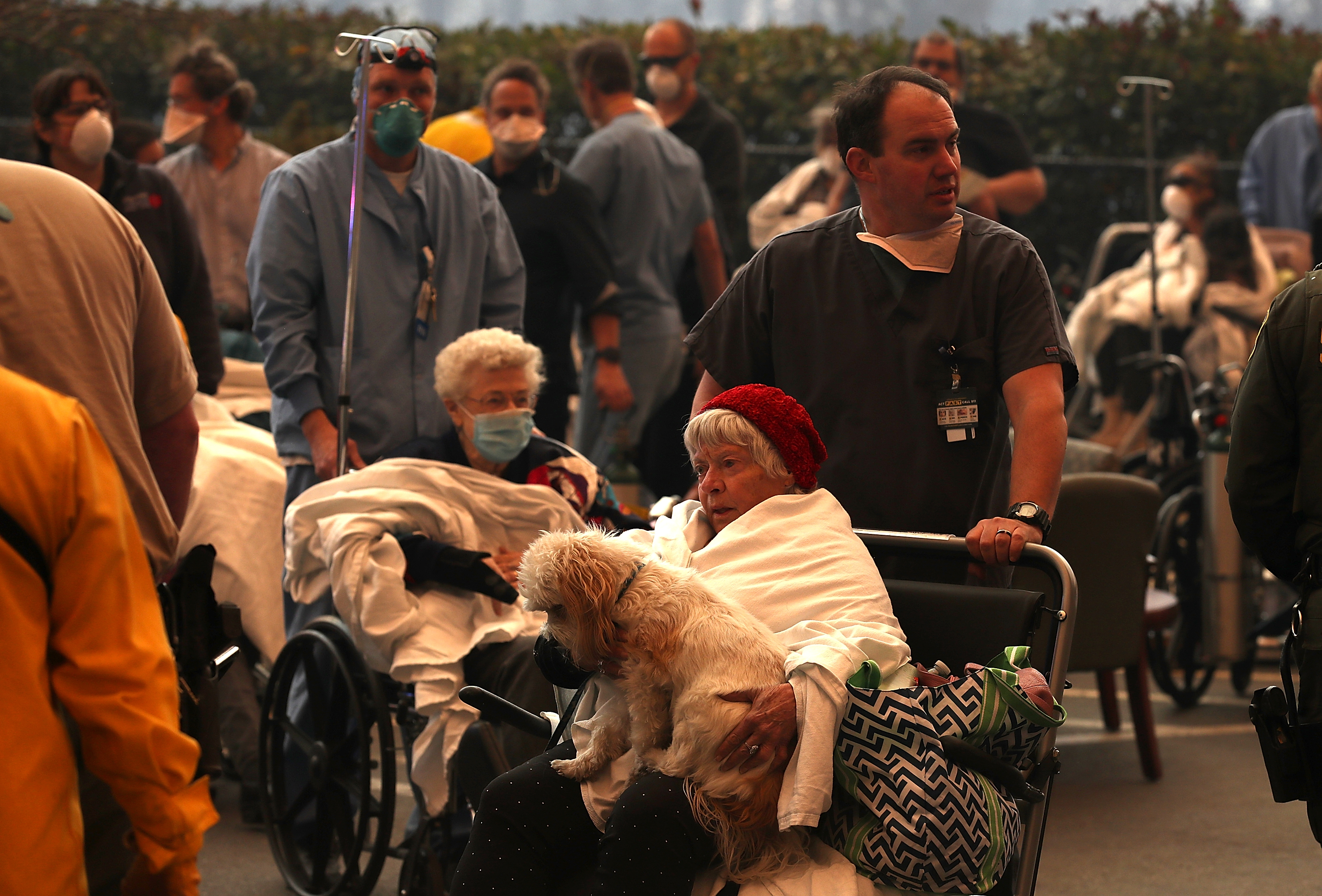 Hospital workers and first responders evacuate patients from the Feather River Hospital as the Camp Fire moves through the area on November 8, 2018, in Paradise, California. (Getty Images)
