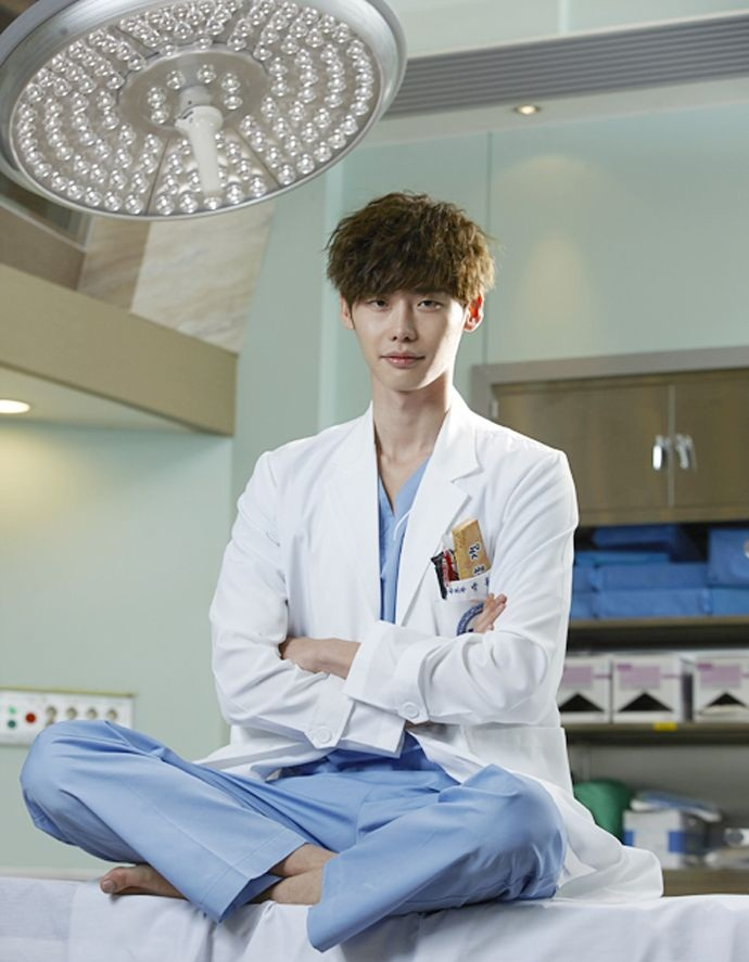 A still of Jong-suk as a doctor in 'Doctor Stranger' (Source: SBS)