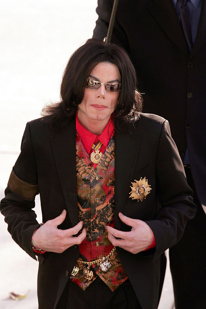 Singer Michael Jackson arrives at the Santa Barbara County Courthouse for jury selection in his child molestation trial February 14, 2005, in Santa Maria, California (Source: Carlo Allegri/Getty Images)
