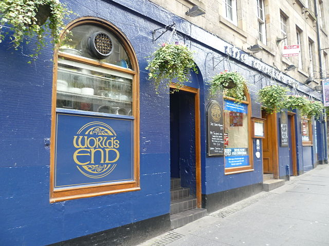 The World's End pub, High Street Edinburgh (Source: Kim Traynor/Wikimedia Commons)