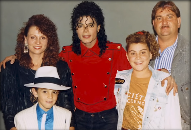 The Robson family, including Wade and his father Dennis, with Michael Jackson (Source: YouTube)