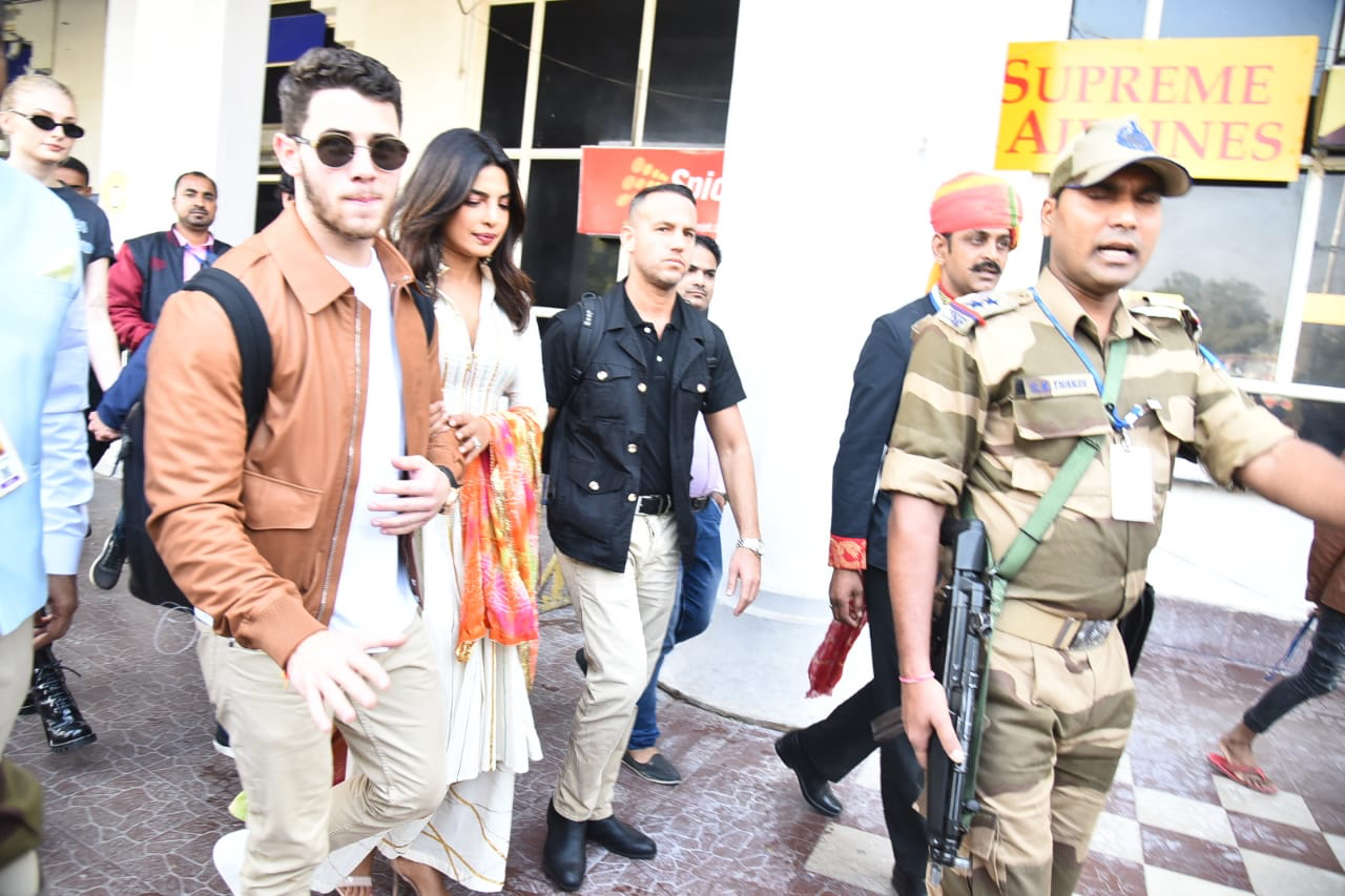The couple arrived hand-in-hand at Jodhpur Airport for their impending wedding celebrations. (Meaww Photo)