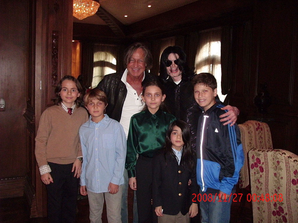 Michael Jackson (3rd R) poses with real estate developer Mohamed Hadid (3rd L), Hadid's children and Jackson's children Michael Joseph Jr. (L), Paris Michael Katherine (C) and Prince Michael II (2nd R) on November 27, 2008 at the Jackson Holmby Hills residence in Westwood, California. (Photo by Mohamed Hadid via Getty Images)